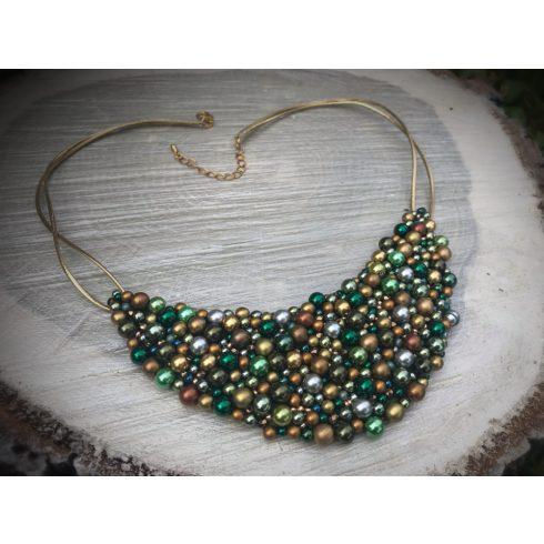 Zöld és arany félhold alakú nyakék