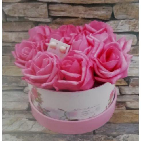 Habrózsa csokor díszdobozban tenyésztett gyöngy fülbevalóval  több méretben - sötét rózsaszín