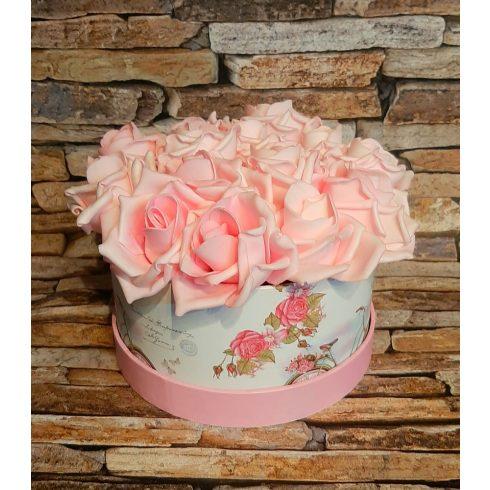 Habrózsa csokor díszdobozban -világos rózsaszín