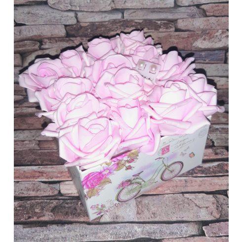 Habrózsa csokor díszdobozban tenyésztett gyöngy fülbevalóval - világos vagy sötét rózsaszín, méret L