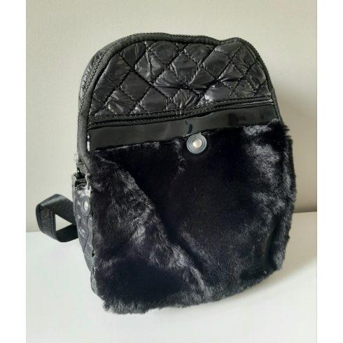 Szörmés hátizsák- fekete